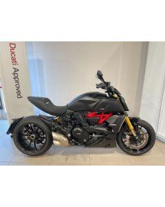 Ducati Diavel 1260 S Black  € 17.600,00